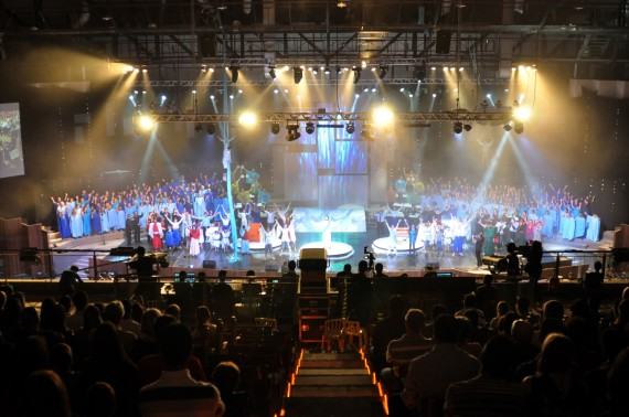 Christmas production at  First Baptist Church in Curitiba, Brazil as seen at Church Stage Design Blog.