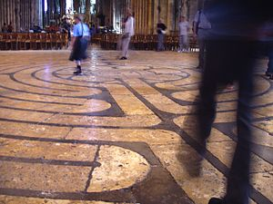 300px-Labyrinth_at_Chartres_Cathedral