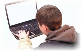 kid-at-computer